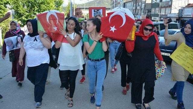 Annelerin protesto yürüyüşü