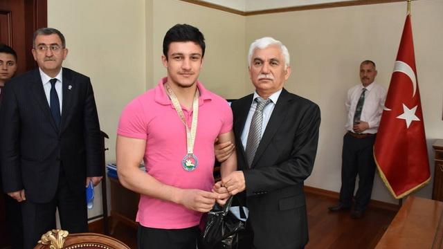 Vali Alimoğlu Avrupa Şampiyonlarını tebrik etti